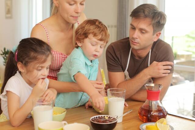 外国の家族の食事