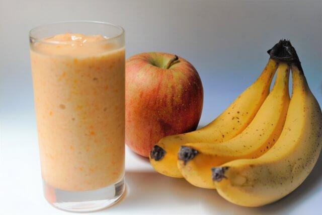 バナナとりんごとジュース
